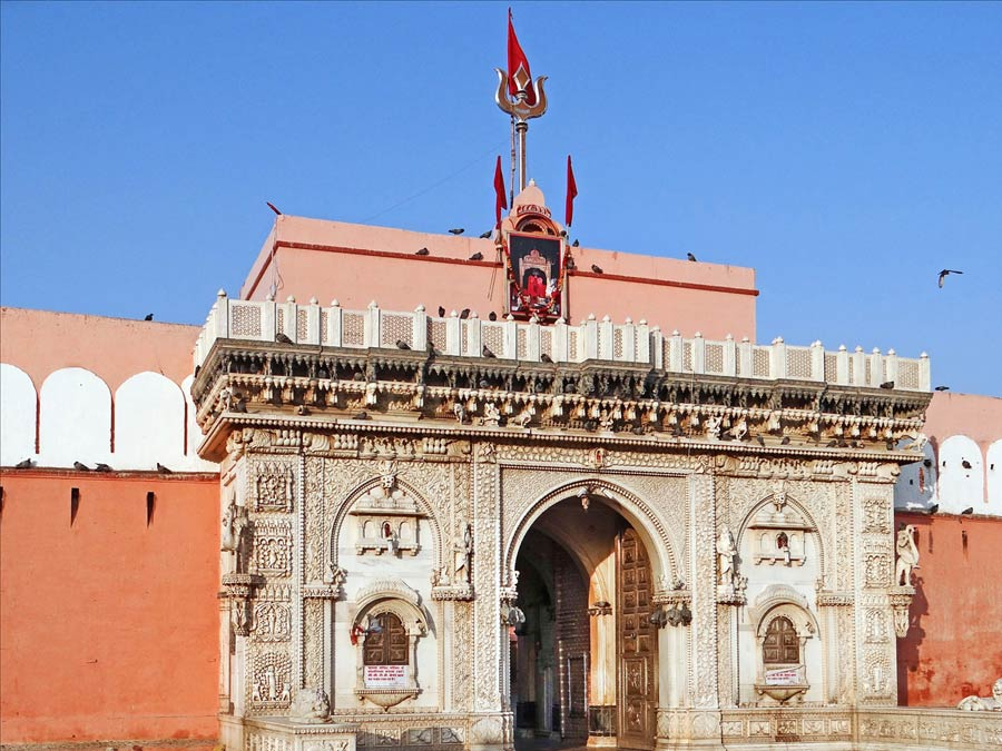 itinerary_deshnoke_temple_outside Colorful Rajasthan Tour Package